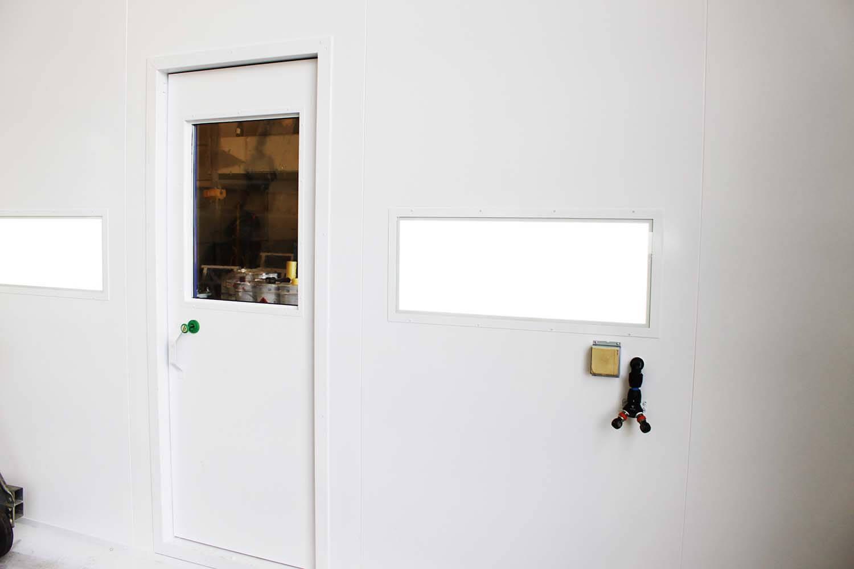 Spuitcabine natlak deur binnen